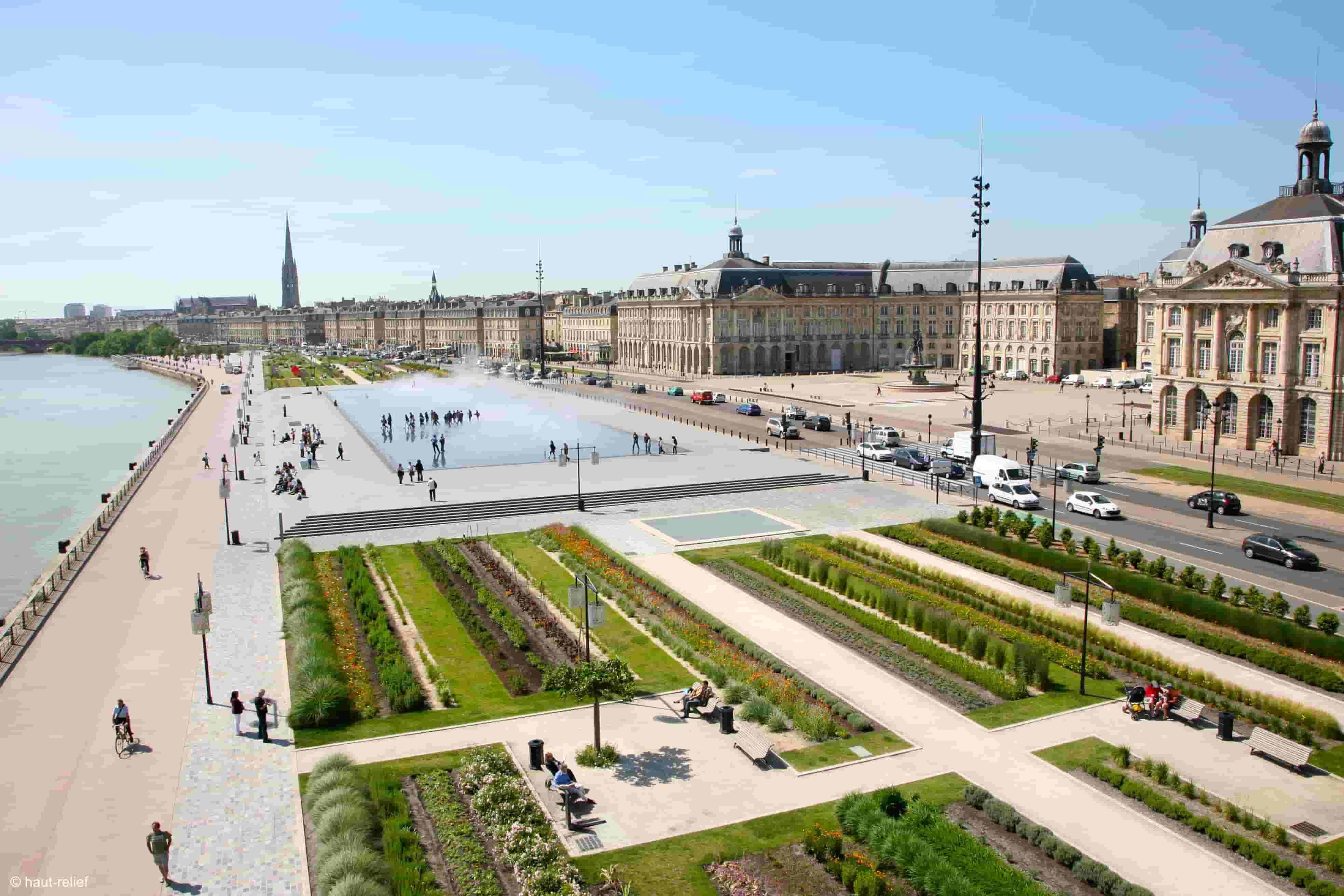 Photographie aérienne du miroir d'eau de Bordeaux