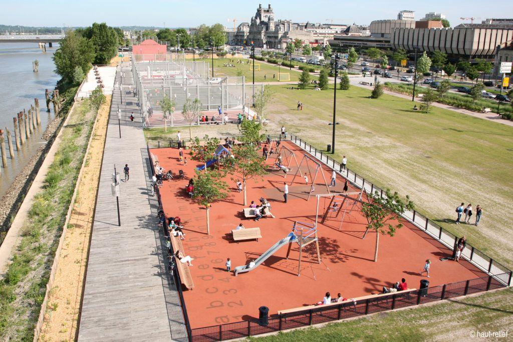 photographie-aerienne-urbanisme-terrain-multisports-quais-bordeaux