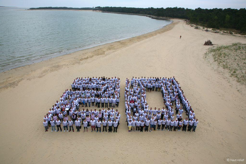 Logo humain avec 500 personnes