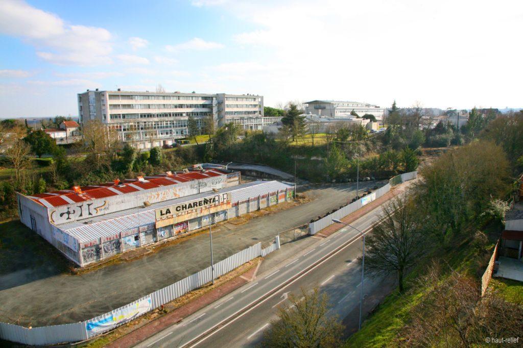 Photo terrain futur lycée